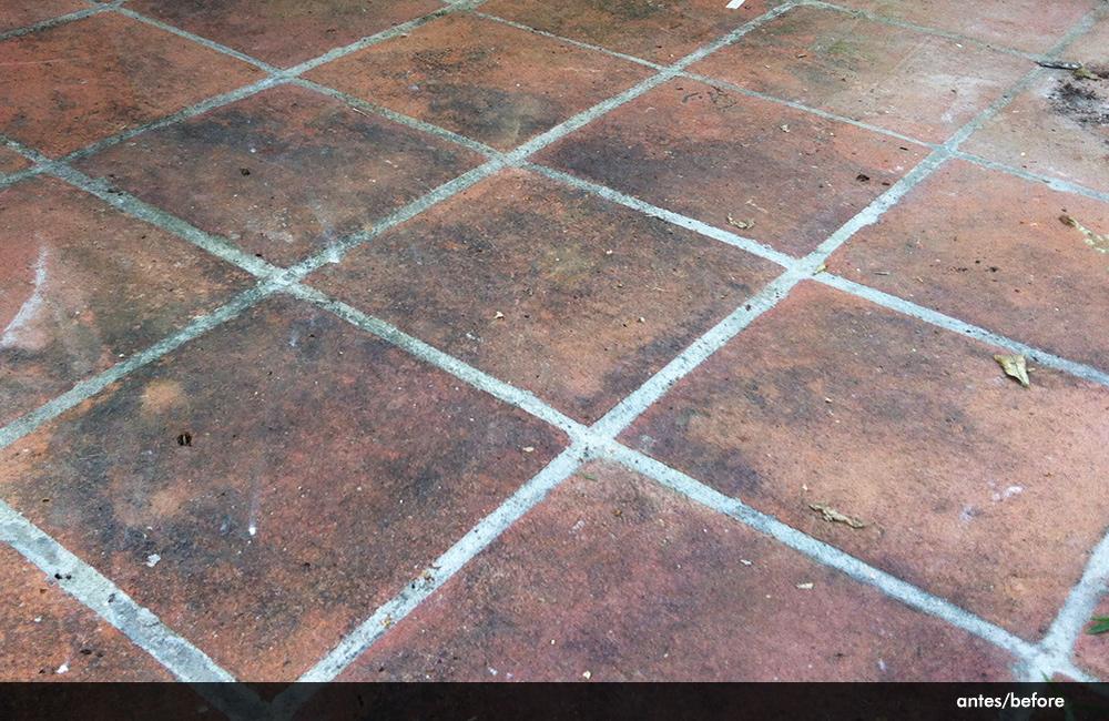 Suelo de barro con verd n - Limpiar suelos de barro ...